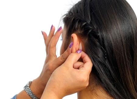 Наклеивание корректора ушей