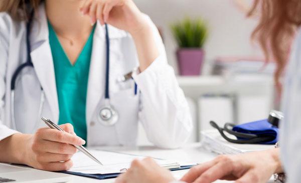 Консультация с пациентом по поводу проблемы